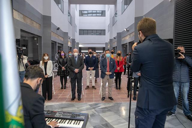 03-050321 El presidente de la Diputación y el alcalde de La Algaba inauguran el nuevo Ayuntamiento de la localidad.