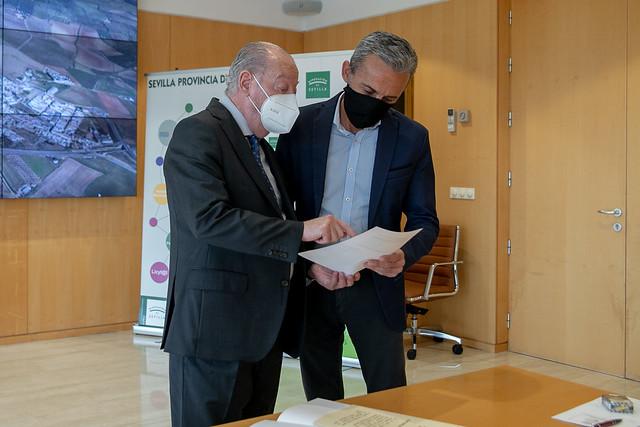 05-100521 El presidente de la Diputación y el alcalde de Carrión de los Céspedes abordarán las inversiones provinciales para este municipio.