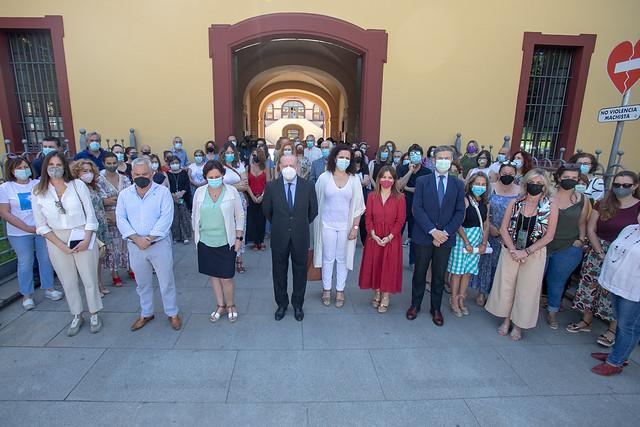 06-110621 La Diputación guarda minuto de silencio por la última víctima de violencia machista.