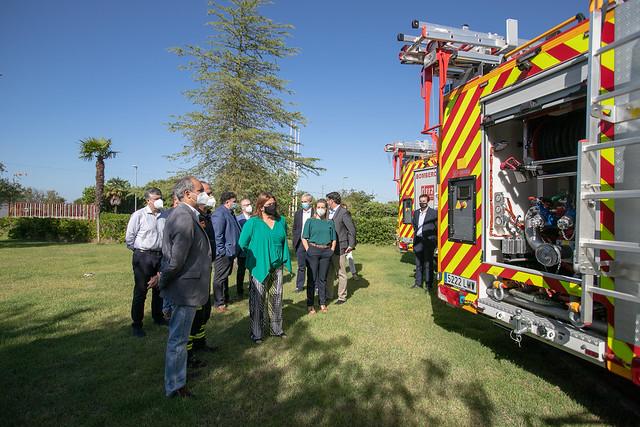 06-210621 entrega vehículos destinados a los parques de bomberos de Alcalá de Guadaíra, Arahal, Carmona, Mairena del Alcor, Morón de la Frontera y Utrera.