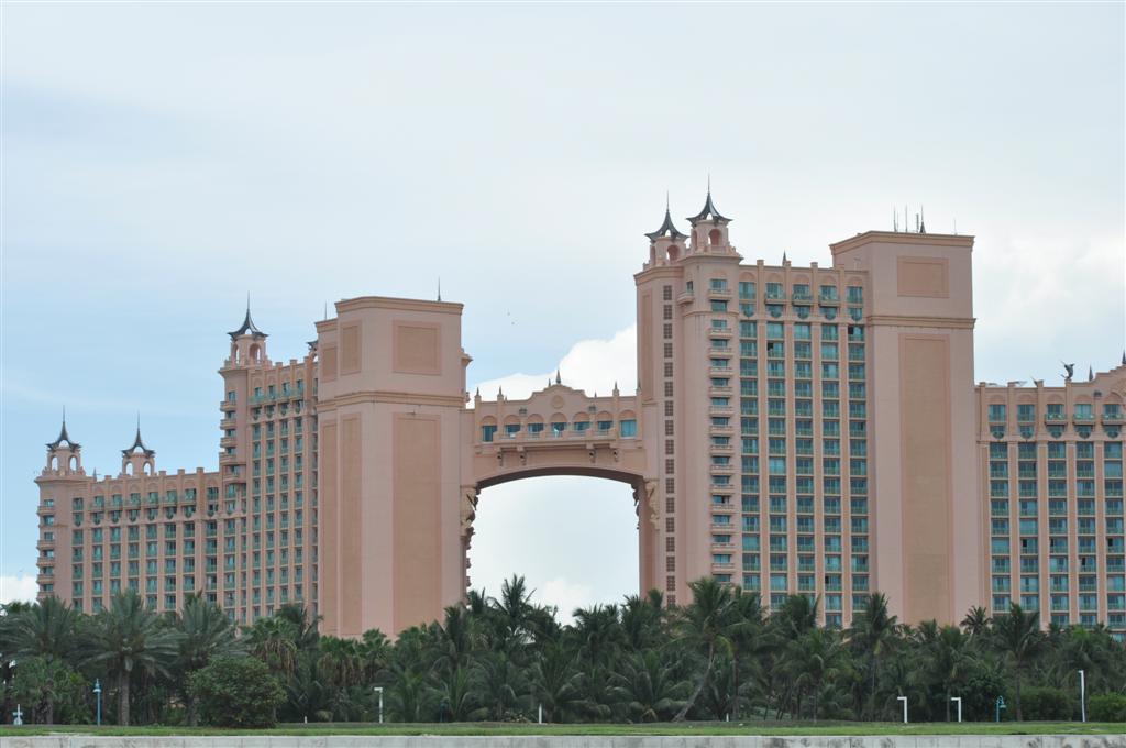 Hotel Atlantis en Paradise Island bahamas - 5966779917 2d378d4016 o - Islas Bahamas, cómo moverse y qué no perderse