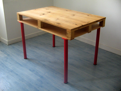 pallet desk nude | by pierrevedel.com