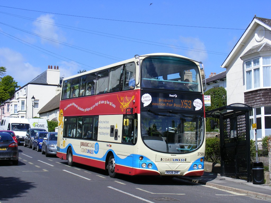 X53 bus at Charmouth. First HX08DHF, 37581. Jurassic Coast Linx