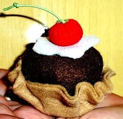 Cupcake de feltro, eu que fiz, copiei da amiga Rosana Vita.Vai pra minha AS. by Maria Ilza1