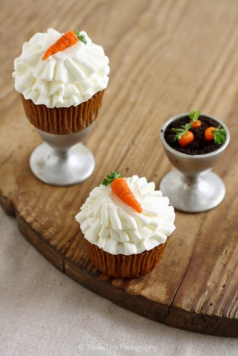 Carrot Cupcakes with Marzipan-Parsley Carrot Toppers | by Xiaolu // 6 Bittersweets