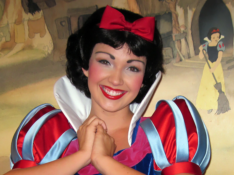 Disney Face Characters Snow White Images & Pictures - Becuo