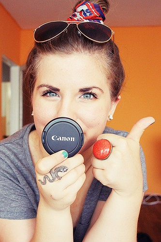 thumbs up for canon | by Cintia♥