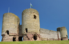 Rhuddlan Castle by peter_pedro