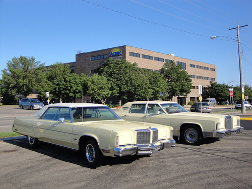 78 Chrysler New Yorker Brougham & 77 Lincoln Continental Town Car | by DVS1mn