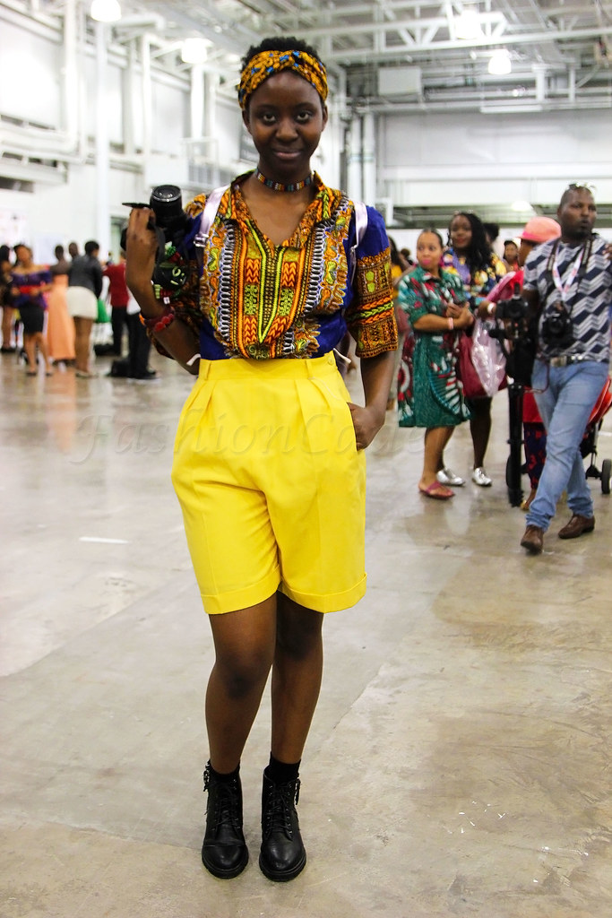 high-waisted-yellow-shorts-with-dashiki-kaftan-shirt-and-boots-summer-look