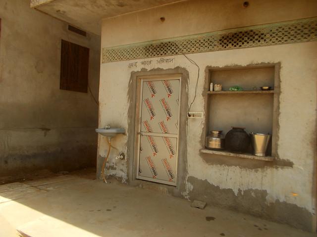 घर में शौचालय होने से महिलाओं को सम्मान और सुरक्षा दोनों मिलता है
