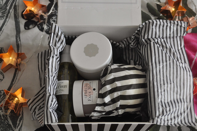 Miss patisserie pink and mint box review and contents