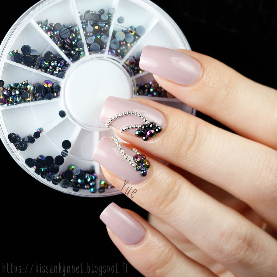 black_rhinestone_nail_art