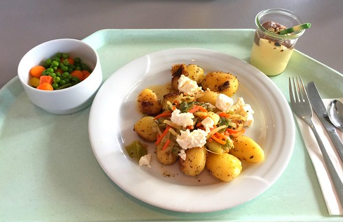 Roast potatoes with leek & feta / Kartoffelgeröstel mit Lauch & Schafskäse