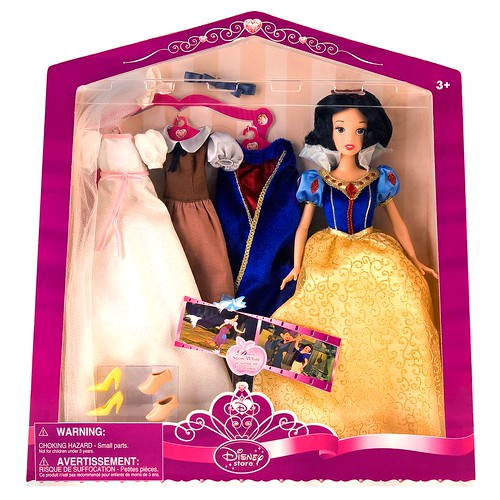 2009 Deluxe Snow White Doll and Wardrobe Play Set - Disney Store - Product Image #1 - Boxed - 200255 | by drj1828