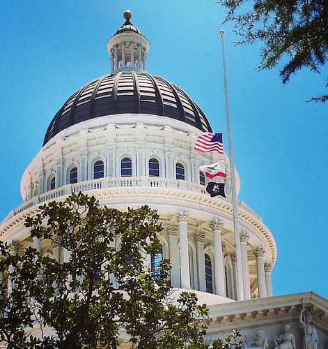California Capitol. Half mast. #summer #nicefrance  #thoughtsandprayersarentenough #loveinthesuburbs #lovewins #enoughisenough #wearenotafraid