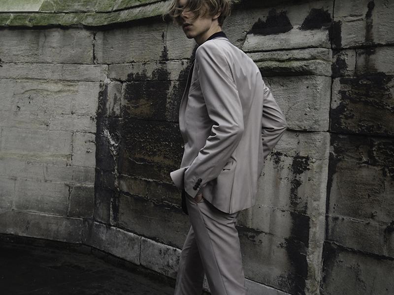 MIKKOPUTTONEN_LCM_outfit_streetstyle_London_FashionWeek_RiverIsland_Beigesuit_PaulSmith_Allsaints_MensFashion5_crop2_web