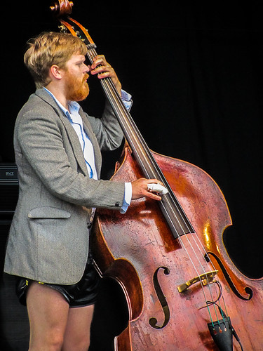 Nice Legs, Shame About The Bass | by icypics