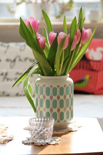 Thursday pics {vintage vase and tulips} | by IDA Interior LifeStyle