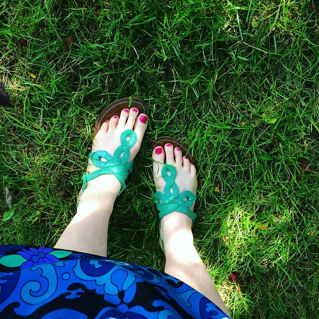 Sandal weather returns! 💙💚🌟