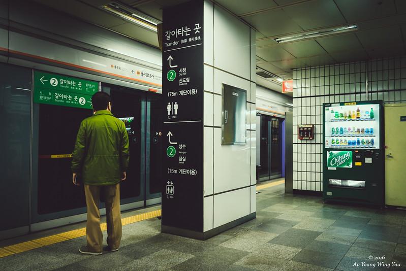 Seoul Subway: Waiting For The Train