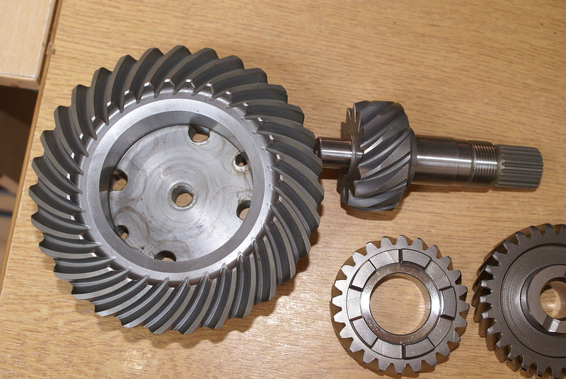 High Ratio gears and final drive. Changing gears and bevel box pinion removal. 27159371354_c5b737c2d3_c