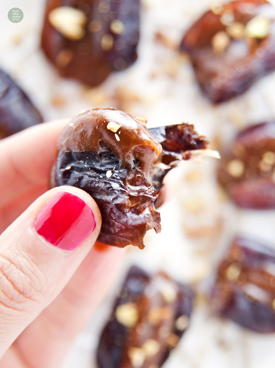 Fresh dates stuffed with sweet cream, made with syrup and tahini