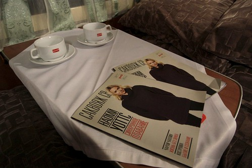 РЖД branded teaset, and two copies of their inhouse magazine  «Саквояж СВ»