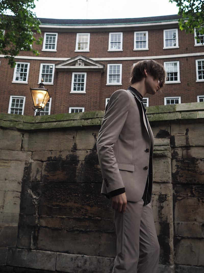MIKKOPUTTONEN_LCM_outfit_streetstyle_London_FashionWeek_RiverIsland_Beigesuit_PaulSmith_Allsaints_MensFashion4_web
