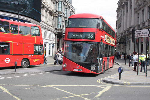 Arriva London North LT204