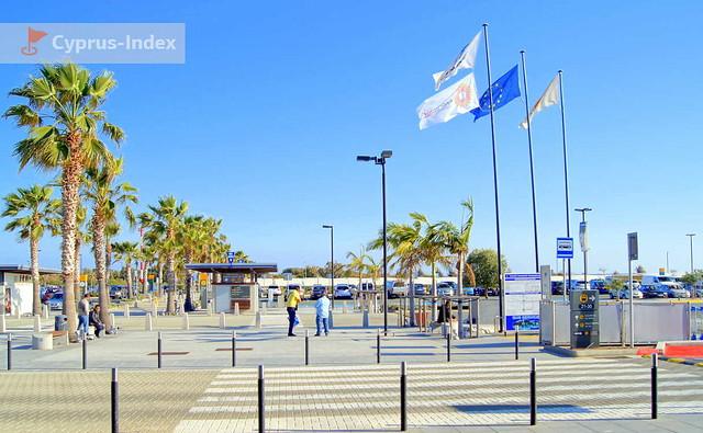 Дорога от здания аэропорта к стоянкам, Аэропорт Пафос, Кипр