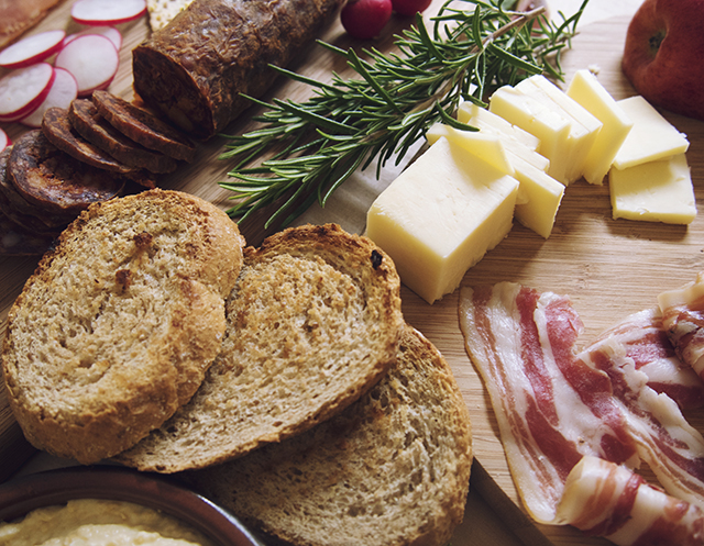 How To Build The Perfect Charcuterie Sharing Platter.