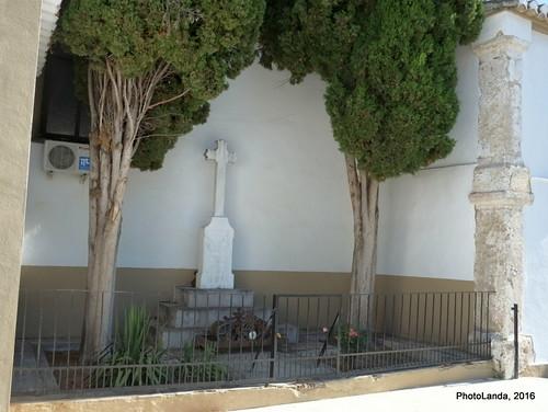 Monumento fascista en la iglesia de Campotejar