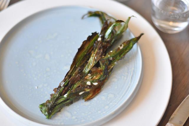 Restaurant Noma: Grillet ramsløg med kammuslingecreme