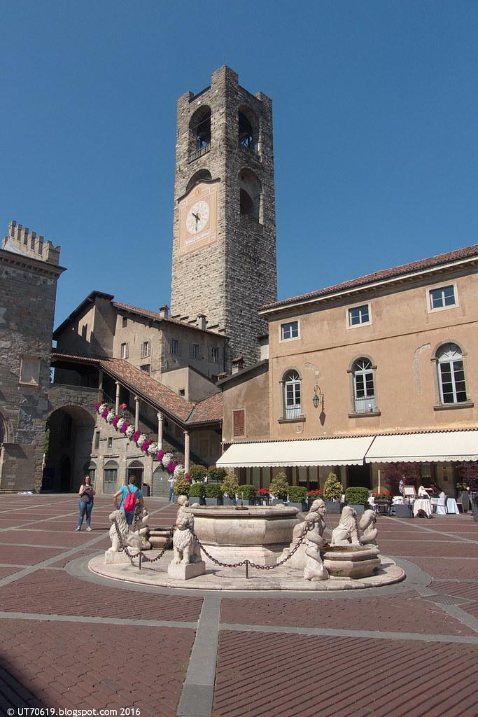 Piazza Vecchia Stadtturm