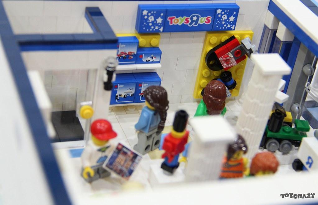 """LEGO MOC Modular: Toys """"R"""" Us Store #LEGO #MOC #ToysRUs #LOM"""