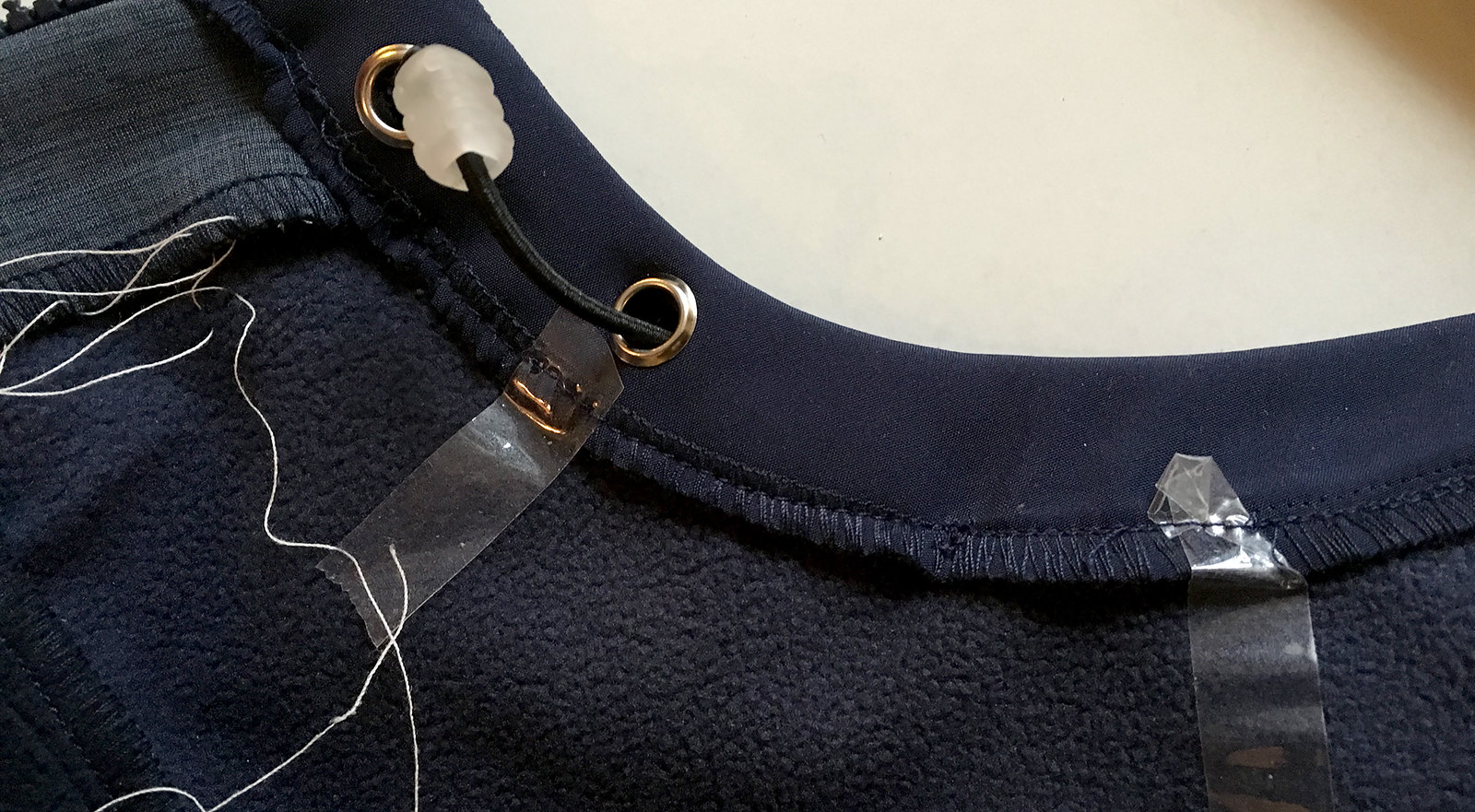 How to add adjustable elastic cord on a jacket