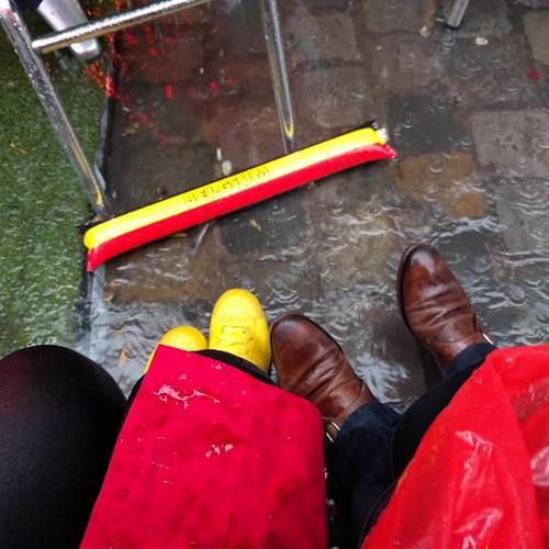 Echte fans, et ceterae. #metdevoeteninhetwater #itsfloating #tousensemble #oudemarkt #latergram