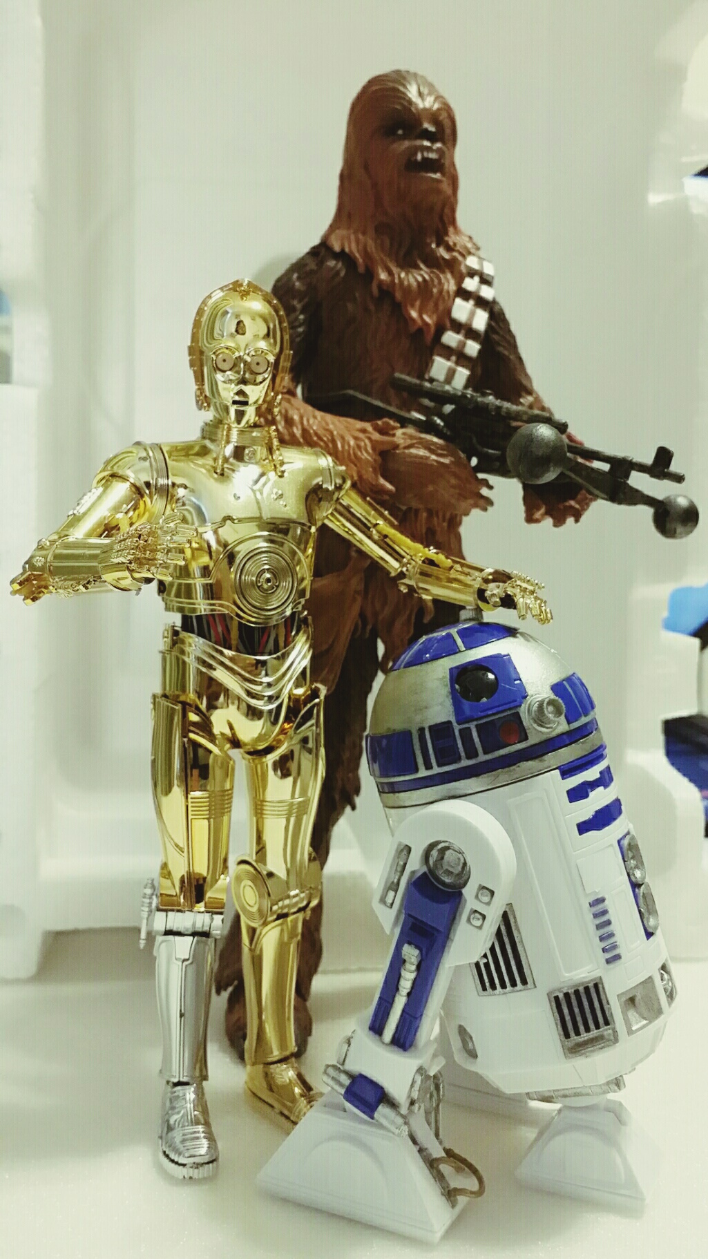Bandai R2-D2 kit size comparisons against Hasbro's aThe Black Series figures