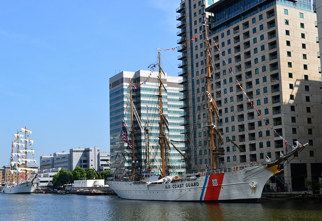 ARM Cuauhtemoc + USCG Eagle (1) @ West India Dock 09-06-16