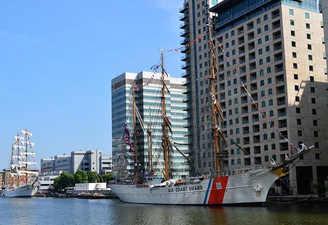 ARM Cuauhtemoc + USCG Eagle (1) @ West India Dock 09-06-16