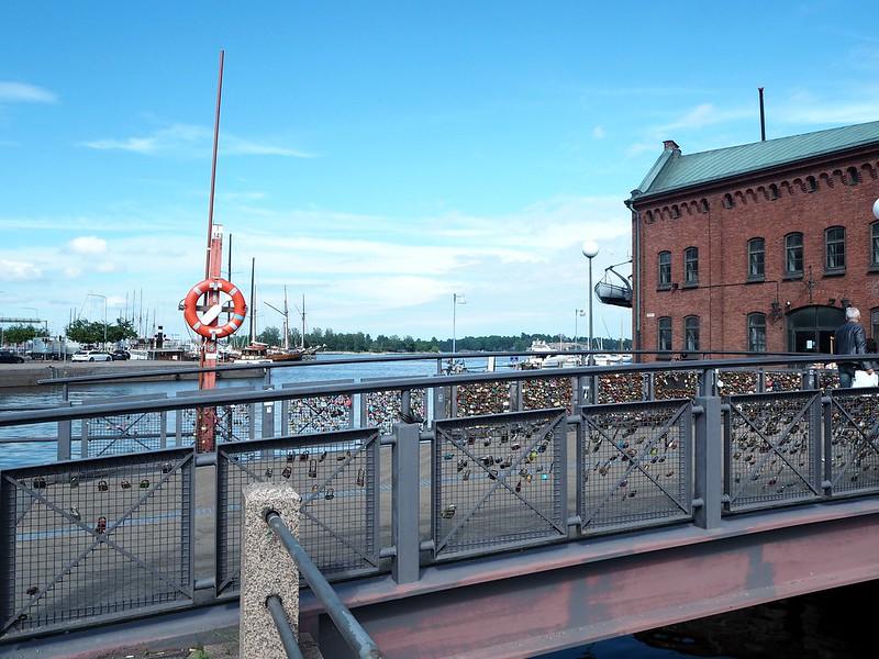 helsinkisummerP7018345, helsinki, finland, kanavaranta, katajanokka, city, kaupunki, sea, meri, maisema, view, lukot, lukkosilta, in helsinki, veneiitä, boat,