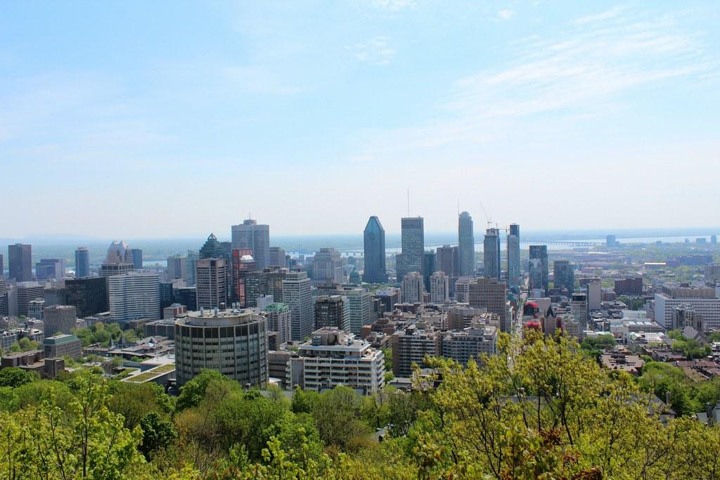 Näkymä Mont Royal kukkulalta Montrealin keskustaan päin