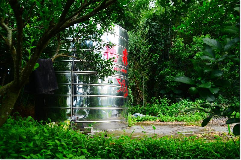 登濁水山途中蓄水桶
