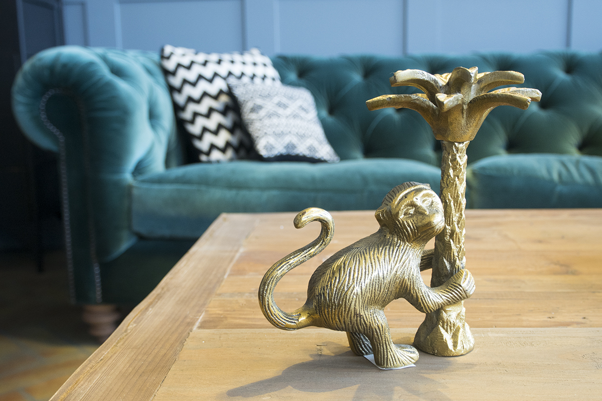 gold-monkey-candlestick-holder