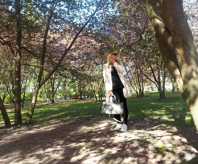 candygirloutfitP5124924,candygirloutfitP5124935,candygirlcherryparkP5124886candygirlcherrytreeparkP5124953,candygirloutfitP5124939, candy girl, pink, light pink, vaaleanpunainen, takki, pink coat, japanese style garden, japanilaistyylinen puutarha, roihuvuori, helsinki, suomi, finland, asukuvat, outfit pictures, muoti, fashion, cherry trees, kirsikankukkapuut, kirsikkapuut, kukat, flowers, blossom, pastellin värinen, pastel color, cherry park, kirsikka puisto, kiriskankukka puut, pink jacket, may, toukokuu, spring, kevät,  vaaleat pitkät hiukset, blond long hair, celine sunglasses, celine preppy, celine sunnies, mustat, black, outfitpost, details, accessories, gray bag, harmaa laukku, balenciaga, nike shoes, celine sunglasses, long blond hair, vaaleat hiukset, candy girl, outfit,
