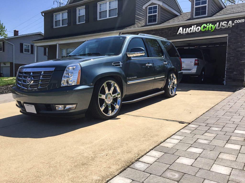 slammed 2008 cadillac escalade 24 cadillac escalade. Black Bedroom Furniture Sets. Home Design Ideas