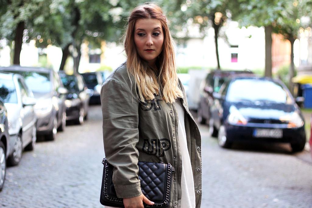 outfit-look-style-modeblog-fashionblog-tasche-jacke-zara-print-spitzenkleid-sommer13