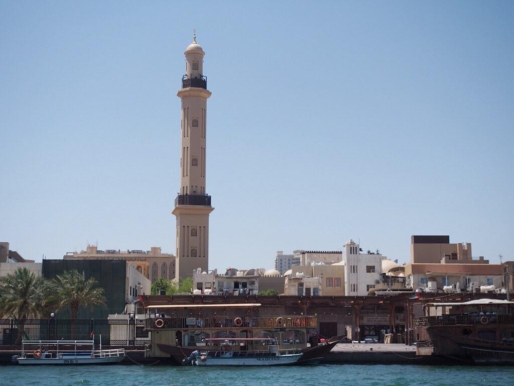 Dubai Museum, joka on Dubain vanhimmassa olemassaolevassa rakennuksessa vuode Kysyin, onko se laitonta, kuten tiedän joissain maissa olevan.