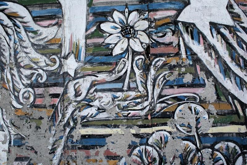 Extrait d'une fresque sur l'East Side Gallery à Berlin, l'ancien bout du mur toujours debout.
